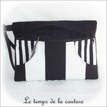 Pochette - droite - zippé -blanc noir rayure avec dragonne02 - GFC