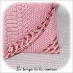 Pochette - droite - zippé - rose simili geometrique rose bordeaux avec dragonne03 - Z