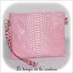 Pochette - droite - zippé - rose simili geometrique rose bordeaux avec dragonne04 - Z