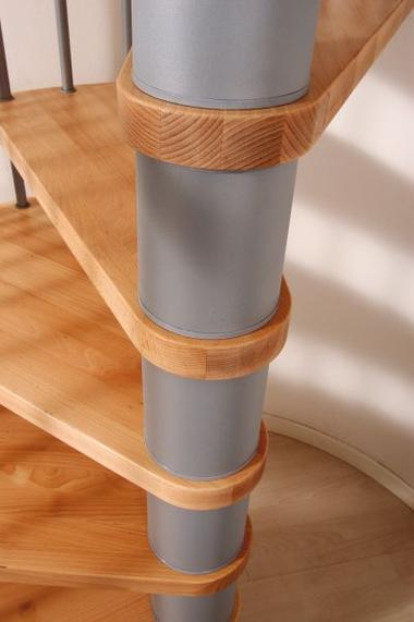 Escalier h lico dal ark klan en acier gris et h tre 160 cm for Comescalier helicoidal acier