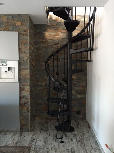 Escalier h lico dal acier noir fontanot af26 110 cm for Comescalier helicoidal acier