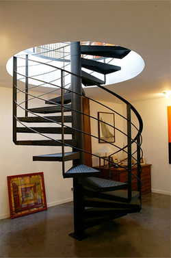 20 id es pour installer un escalier dans votre loft ou votre int rieur escalier colimacon. Black Bedroom Furniture Sets. Home Design Ideas