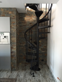 Escalier-colimacon-noir