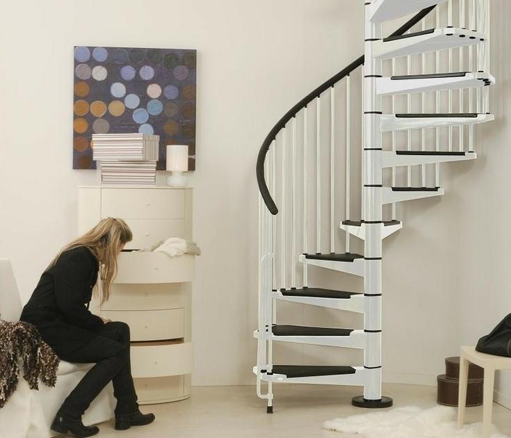escalier en colimacon blanc