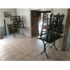 Lot 5 tables + 21 chaises paille restaurant bistro pizza occasion . (2)