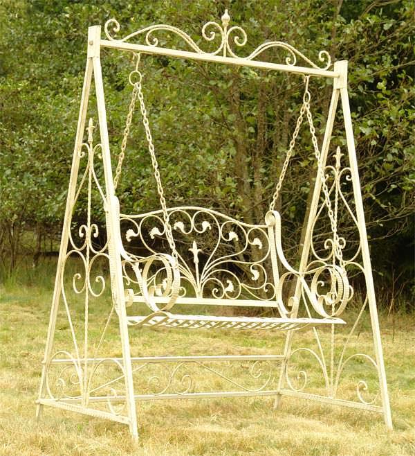 Balancelle style anglais victorien en fer forg blanc for Decoration de jardin en fer forge