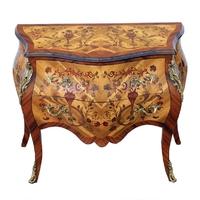 Commode galbée style Louis XV en marqueterie de noyer et d'amarante Balan