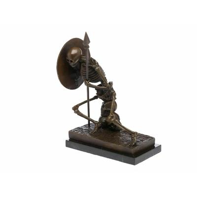 Statue-bronze-guerrier-squelette-a