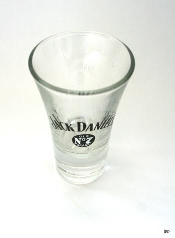 verre shooter jack daniels pour appr cier s ont whisky. Black Bedroom Furniture Sets. Home Design Ideas