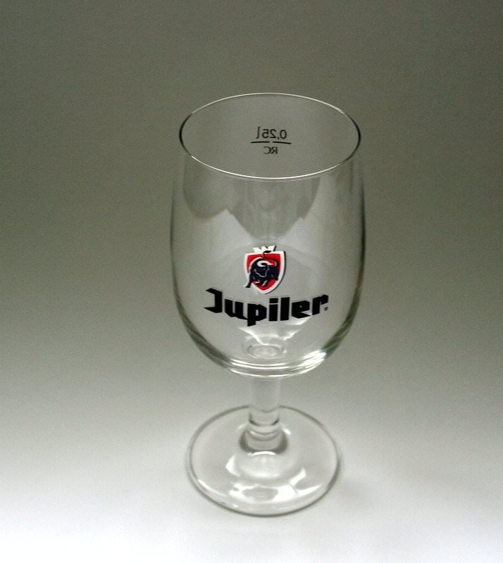 verre biere jupiler pour appr cier la biere jupiler. Black Bedroom Furniture Sets. Home Design Ideas