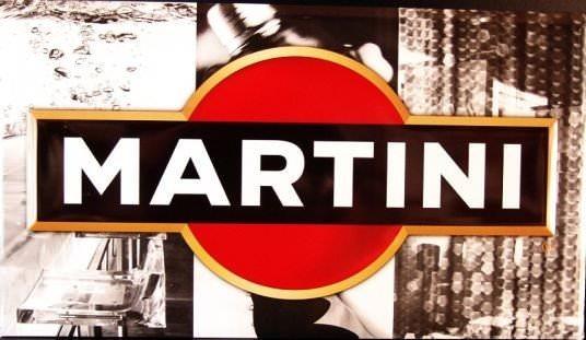 pour une d coration d 39 un bar ou pour les amateurs de la marque martini. Black Bedroom Furniture Sets. Home Design Ideas