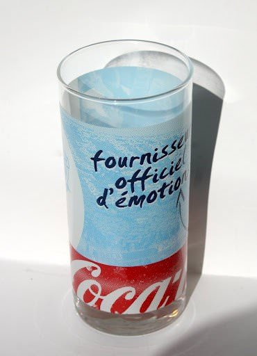 verre coca cola au couleur du club de l 39 olympique de marseille. Black Bedroom Furniture Sets. Home Design Ideas