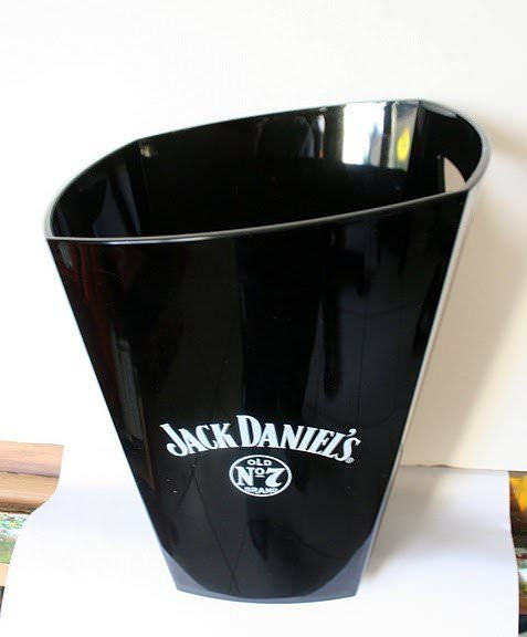 le seau glace jack daniel 39 s pour accompagner vos verre jack daniel 39 s. Black Bedroom Furniture Sets. Home Design Ideas