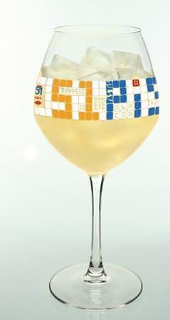 Pastis 51 propose son nouveau verre de pastis piscine for Carafe pastis 51 piscine