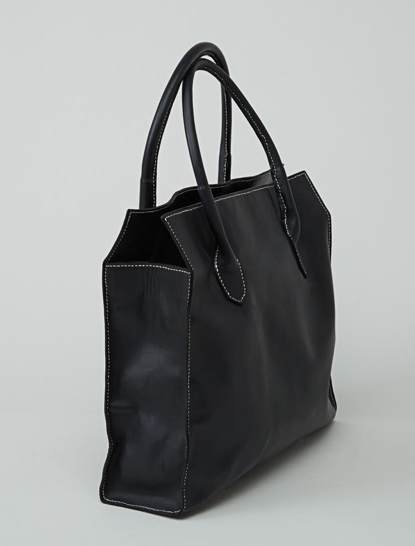 MANASLU  sac cabas en cuir de veau bleu marine porté main ou épaule