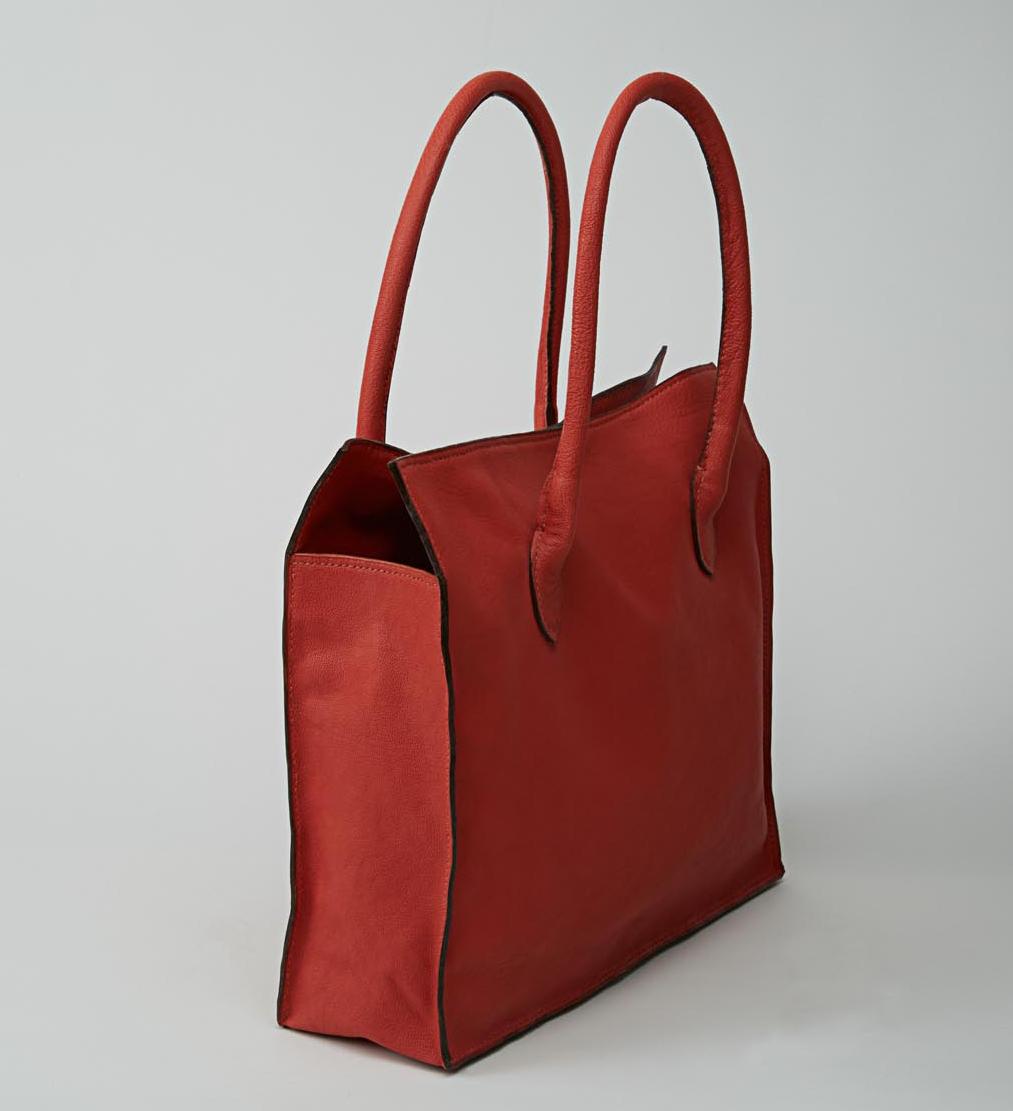 MANASLU  sac cabas en cuir d\'agneau corail porté main ou épaule