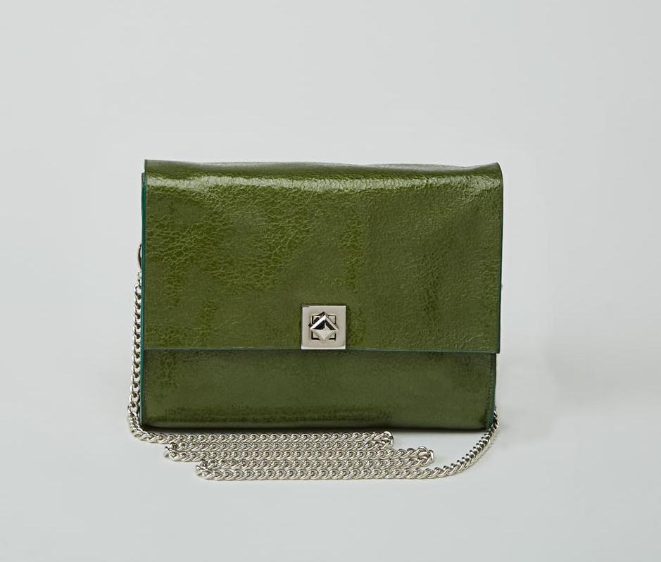 DHAULAGIRI sac bandoulière à chaine en cuir de veau métallisé verni vert