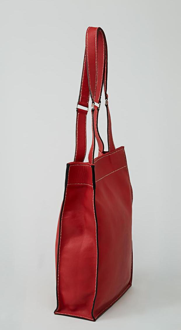 KAMET sac shopping en cuir de veau rouge porté main ou épaule