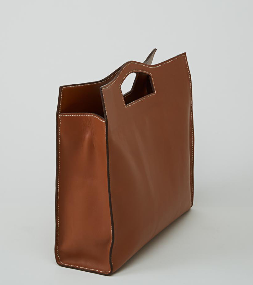 MAKALU sac cabas en cuir de veau alezan porté main