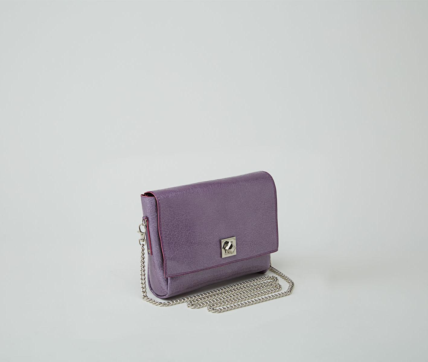 DHAULAGIRI sac bandoulière à chaine en cuir de veau métallisé verni violet