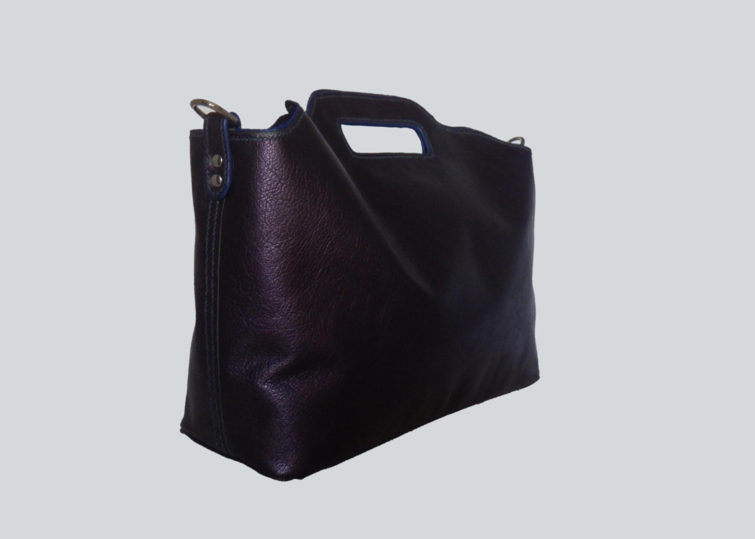LHOTSE sac 2 en 1  en cuir de veau bleu nacré porté main ou croisé