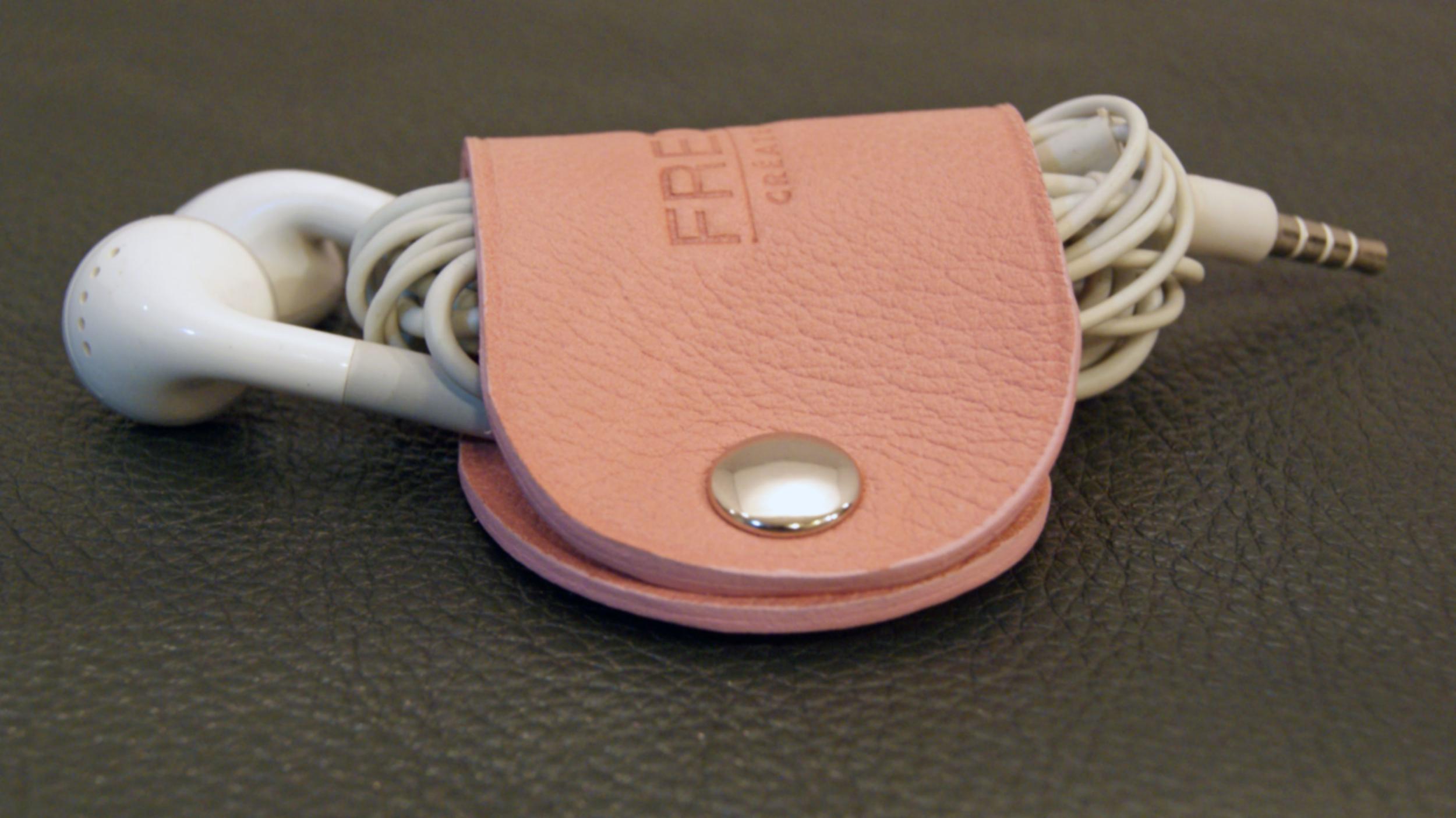 Organiseur d\'écouteurs en cuir de veau rose