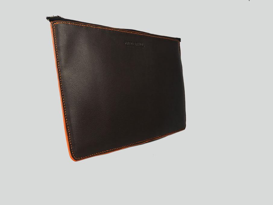 KARA, housse pour tablette de 10 à 12 en cuir de veau chocolat