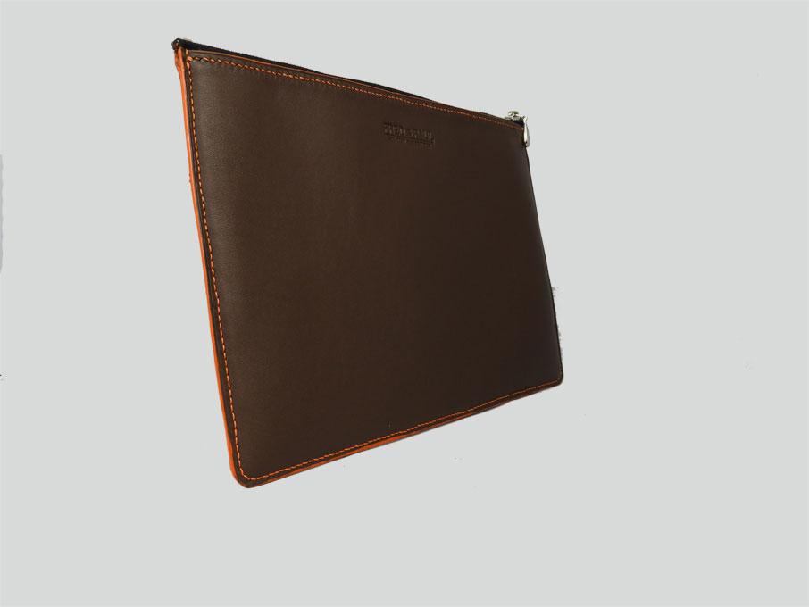 KARA, housse pour tablette de 10 à 12 en cuir de veau marron