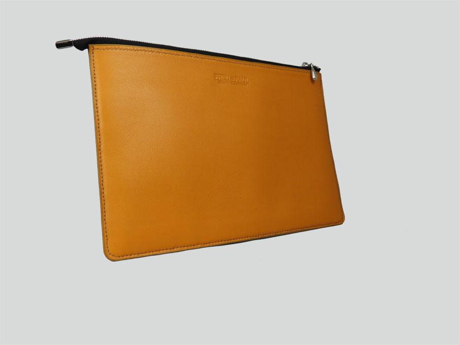 KARA, housse pour tablette de 10 à 12 en cuir de veau mandarine