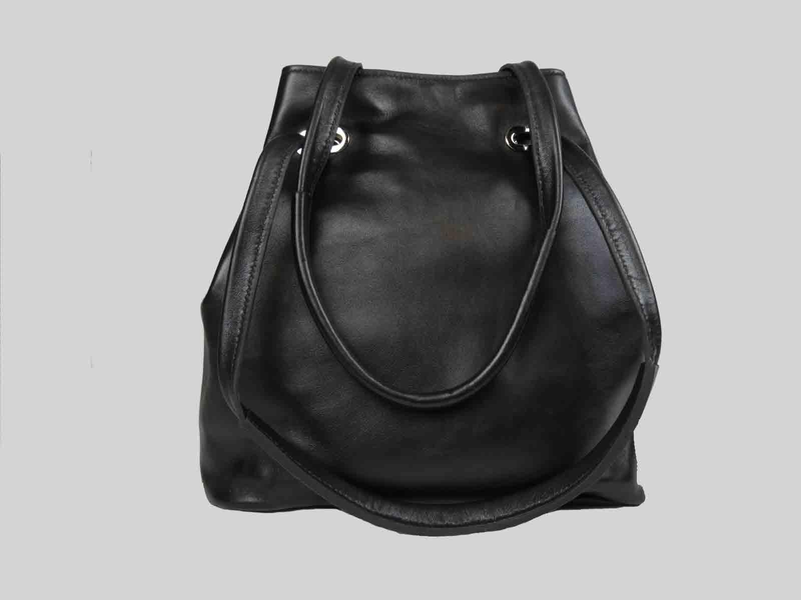 KORO sac porté épaule ou croisé en cuir de veau noir