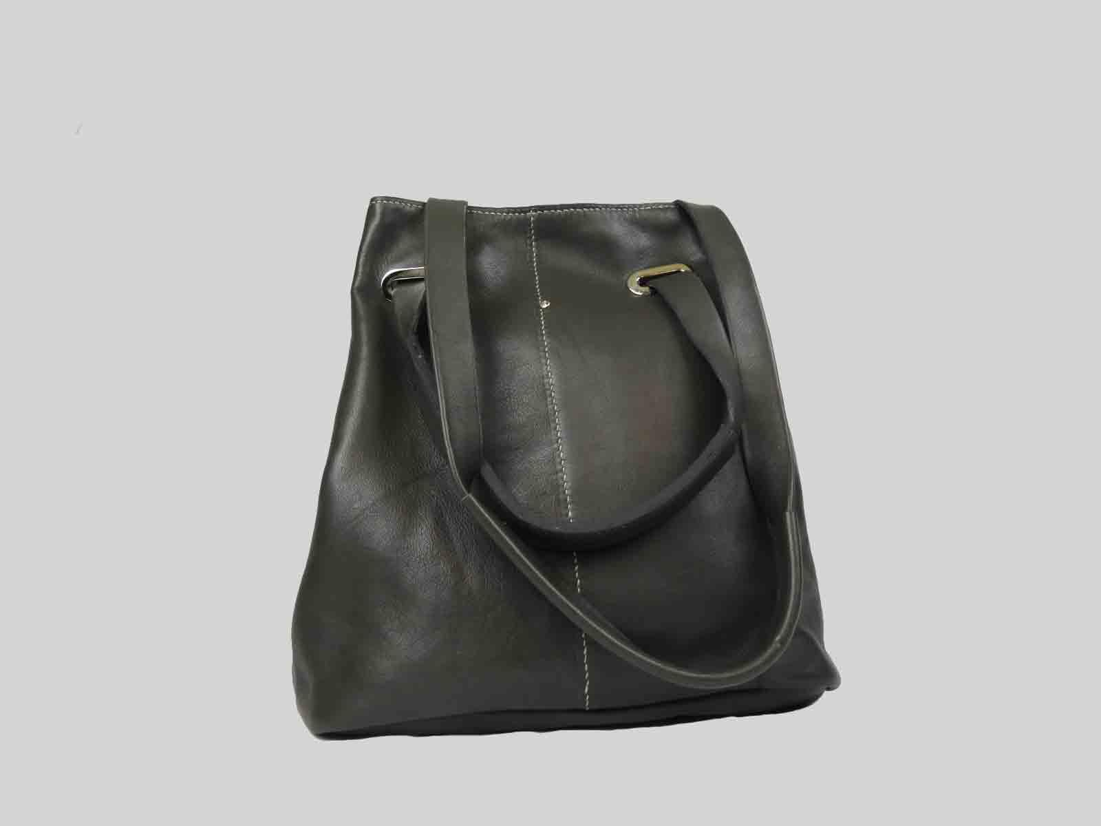 KORO sac porté épaule ou croisé en cuir de veau taupe