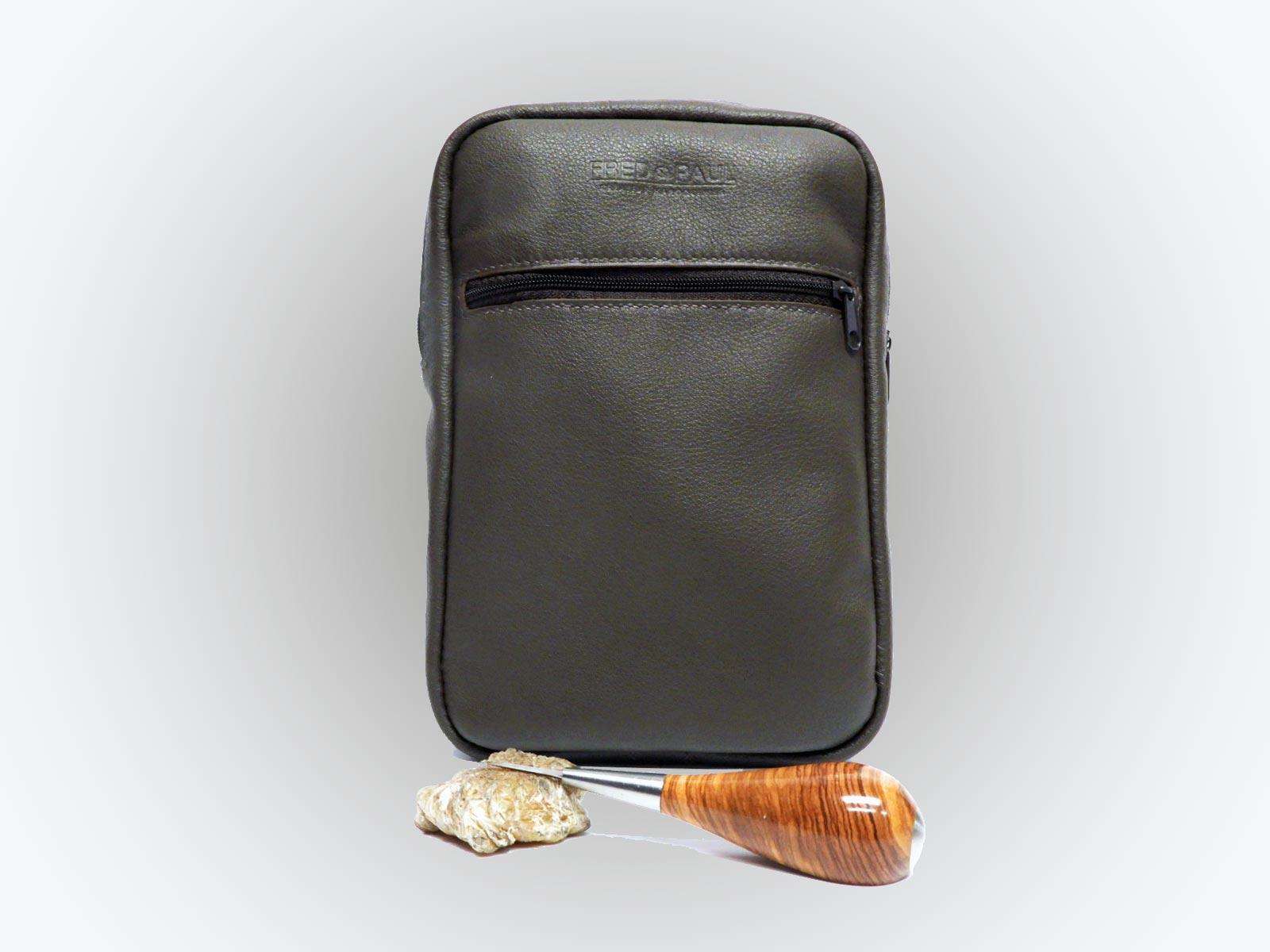 CELESTIN, pochette en cuir de veau chocolat