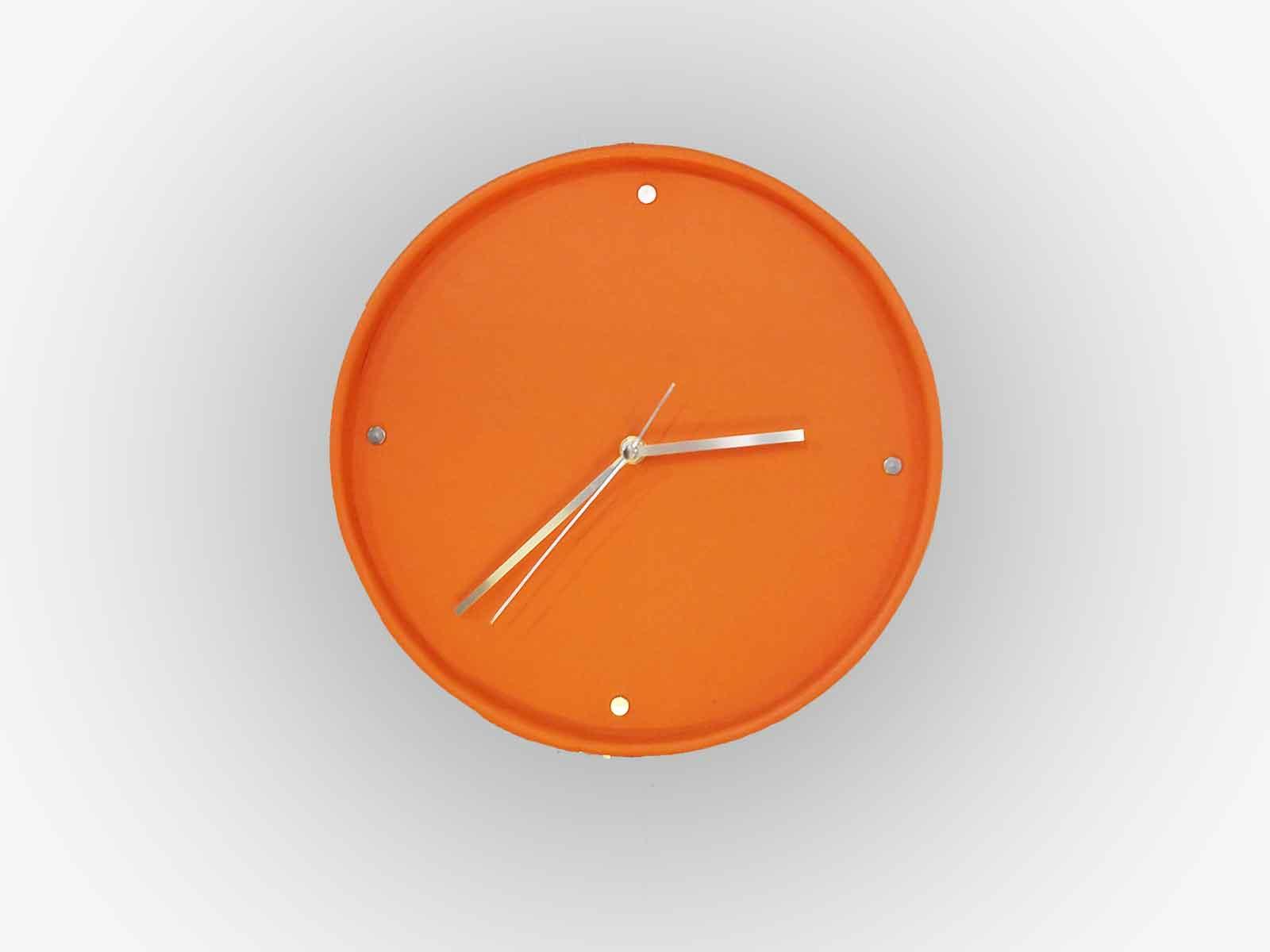 SETO, horloge murale en cuir de veau orange