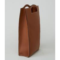 MAKALU sac shopping en cuir de veau alezan porté main