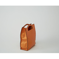 MAKALU MINI sac shopping en cuir de chèvre orange nacré porté main