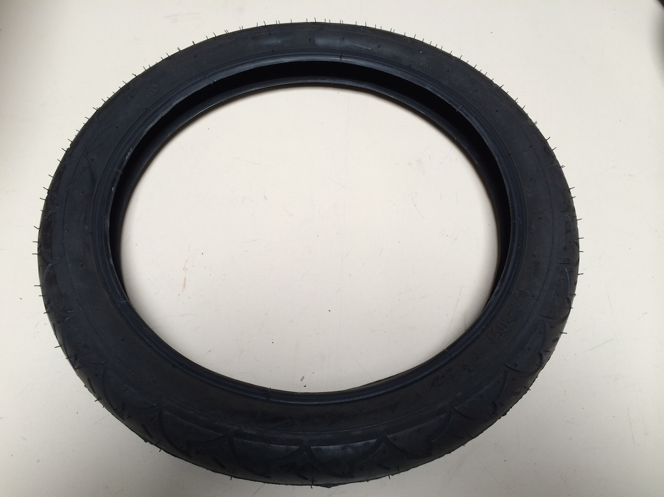 yedoo pneu 16 pouces yedoo trotineo. Black Bedroom Furniture Sets. Home Design Ideas