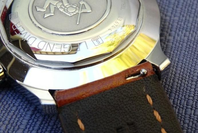 comment changer son bracelet de montre en cuir rapidement et simplement actualit s watchiful. Black Bedroom Furniture Sets. Home Design Ideas