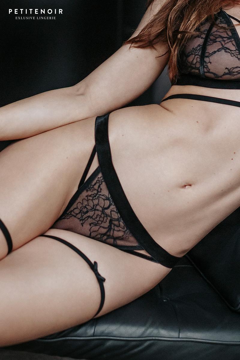 String dentelle et velours petite noir