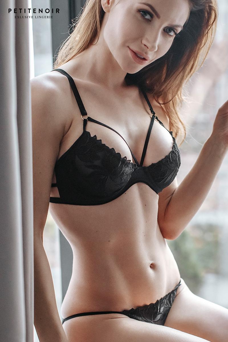 Soutien gorge plongeant tulle et broderies petite noir lingerie
