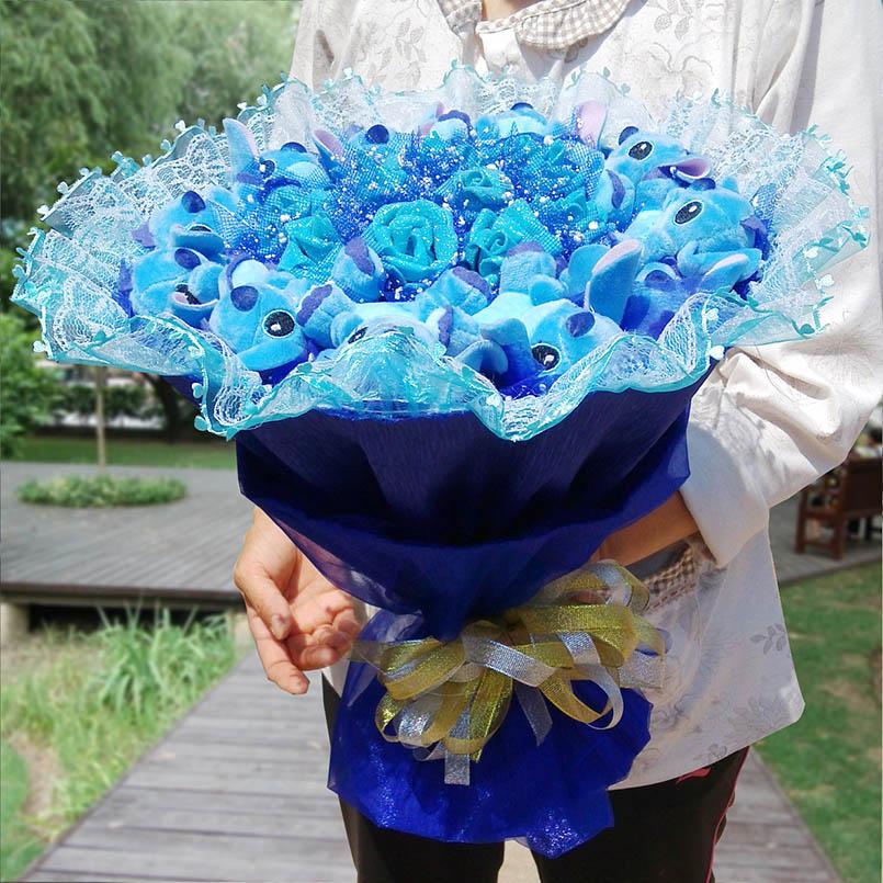 bouquet de peluches et de roses stitch bleu