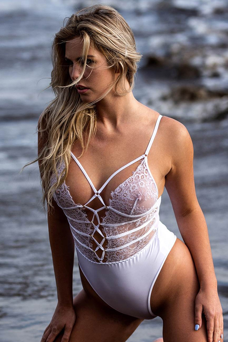 Body string blanc dentelle Paris Hollywood