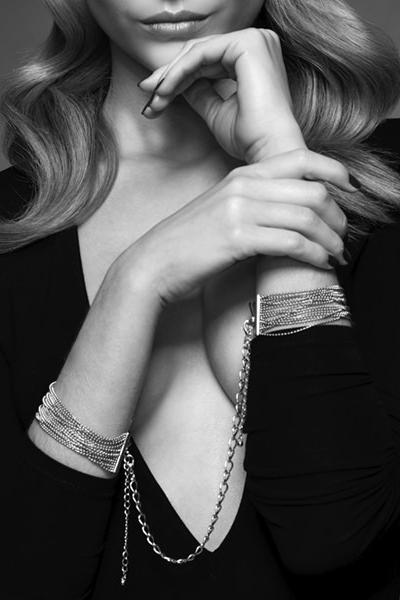 Menotte erotique de mailles métalliques argentées Bijoux indiscrets