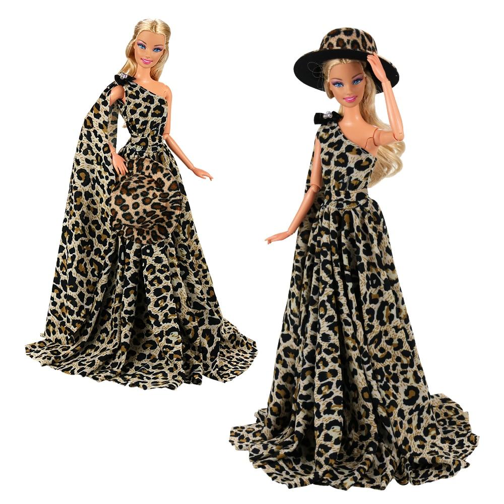 Barbie belle robe avec chapeau