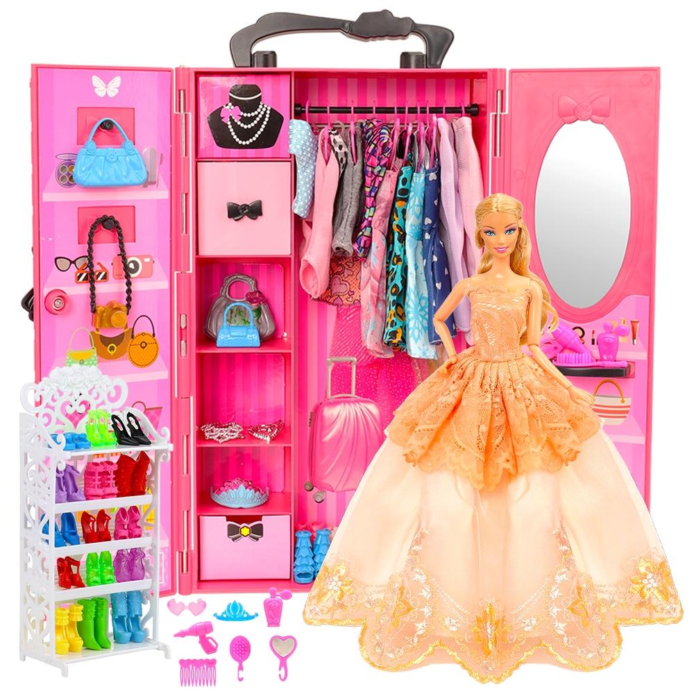 Garde robe de barbie avec vêtements et accessoires
