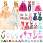 Garde robe barbie avec vêtements et accessoires
