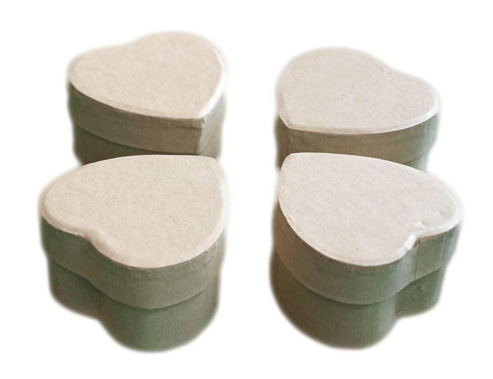 Lot de 4 petites boîtes forme coeur en carton