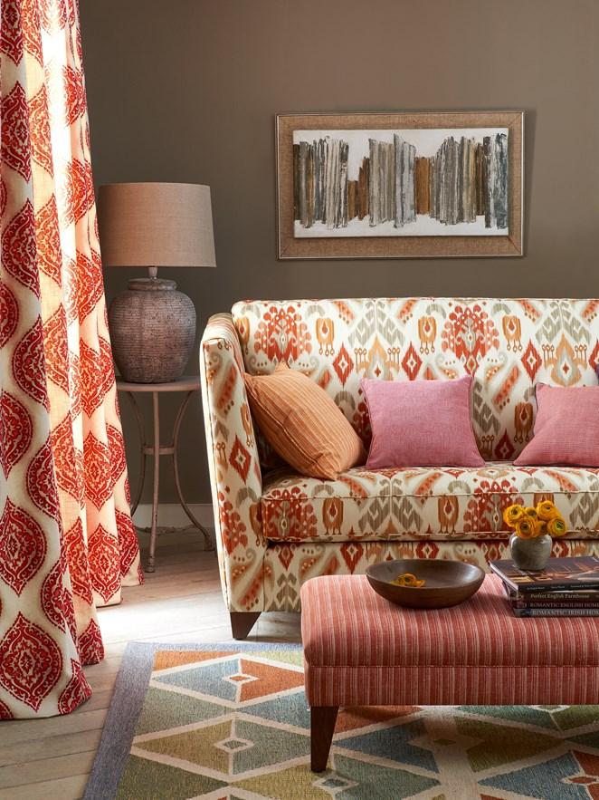idee-decoration-salon-orange-rouge-rose