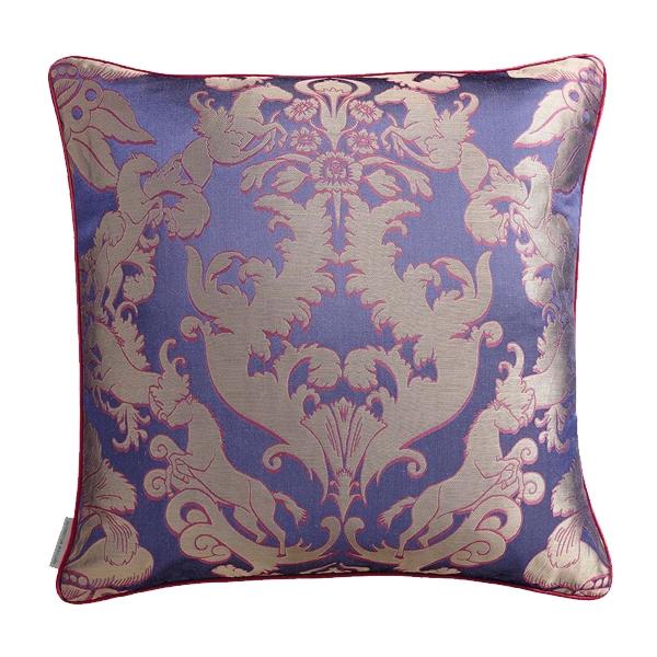 pegasus-violet-coussin-matthew-williamson-65x65-0199039001394113176-0179364001395335018