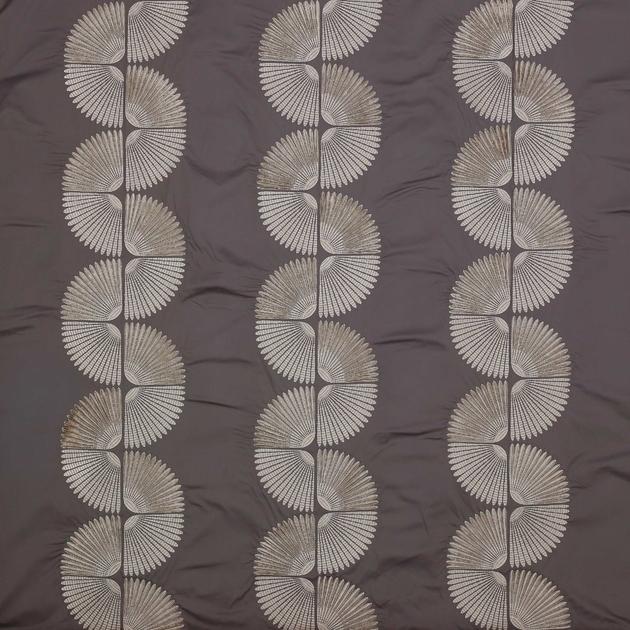 Tamara-tissu-art-deco-or-argent-atmosphere-5-jane-churchill-J890F-01