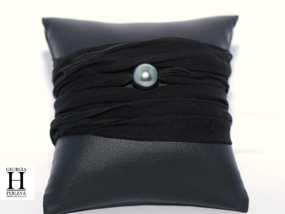 Bracelet manchette de soie noire et perle de Tahiti